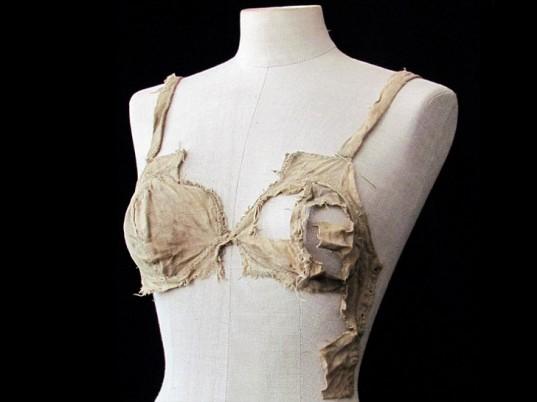 medieval-lingerie-1-537x402